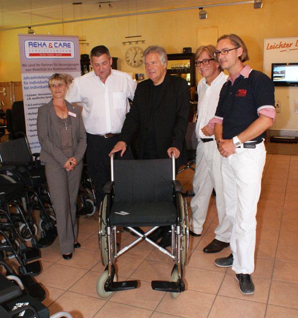 Rollstuhlübergabe an Rotes Kreuz  Emanuel Stiftung von Dagmar und Hans Rudolf Wöhrl vermittelt Projektpartner 27. Juli 2011