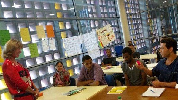 Dagmar Wöhrl besucht Flüchtlinge in Sprachschule