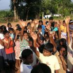 Dagmar Wöhrl Waisenhaus bei Hikkaduwa Sri Lanka Lutscher und Bonbons fuer Alle