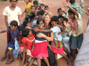 Dagmar Wöhrl Waisenhaus bei Hikkaduwa Sri Lanka Schuhe fuer Alle